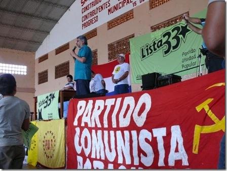 Lugo con bandera comunista